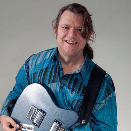 https://www.joergfleer.de/wp-content/uploads/2013/01/jörg-mit-guitar.jpg